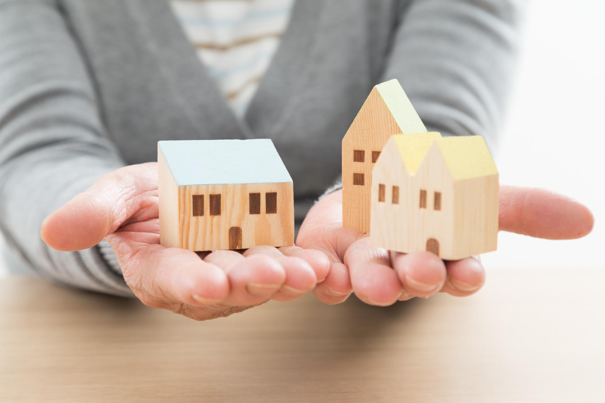REITの投資対象は個人では取得が難しい商業施設やオフィスビルなどの不動産も含まれる